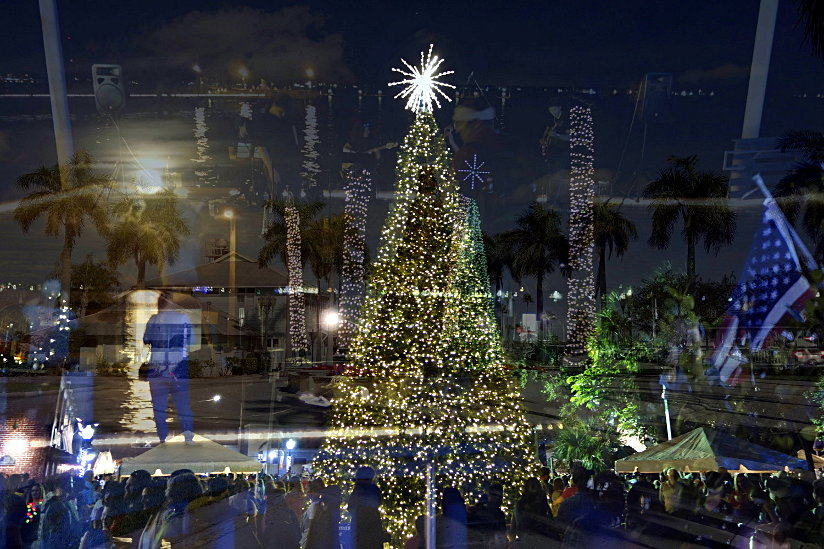 "Bild ""Aktuell:Christmas-Tree-Lighting-on-Main-Street-Stuart-2018-web.jpg"""